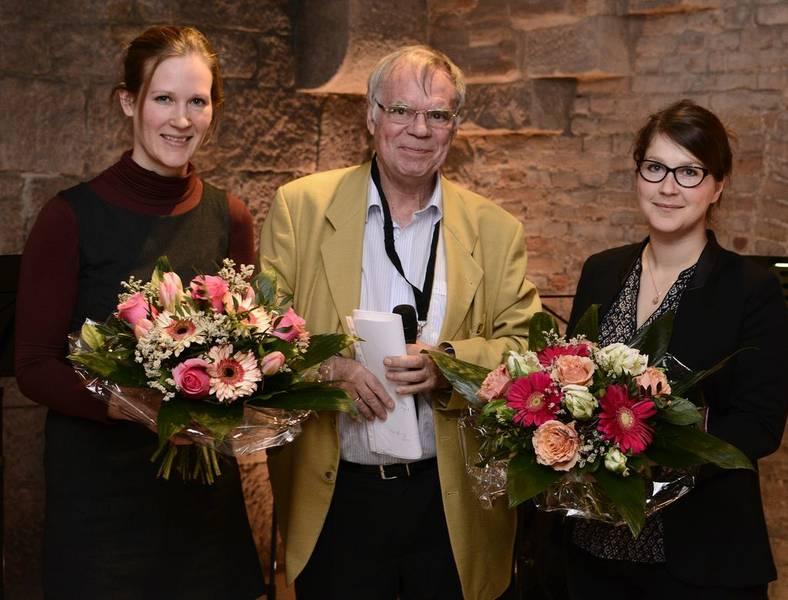 Die Preisträgerinnen Mit Dem Stifter Der Nachwuchspreise (v.l.): Insa Pruisken, Prof. Dr. Ulrich Teichler, Friederike Schlücker